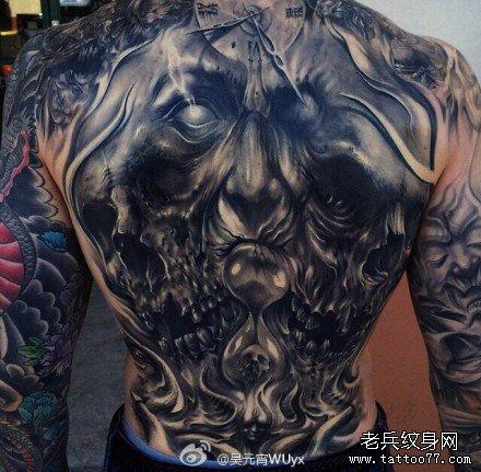 满背霸气黑暗骷髅纹身图案