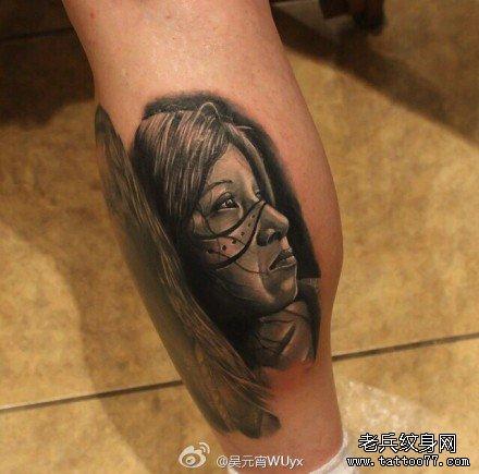腿部悲伤女肖像纹身图案