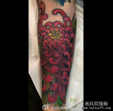 手部红血菊花纹身图案