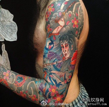 手臂日本花女武士纹身图案