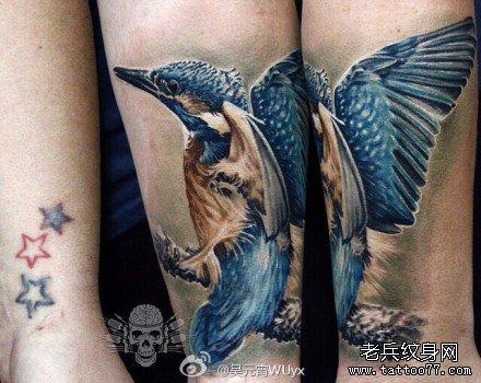 腿部粉鹅纹身图案