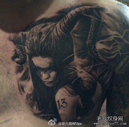 胸背女魔鬼纹身图案
