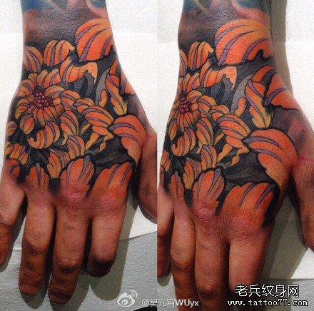 手部黄莲花纹身图案