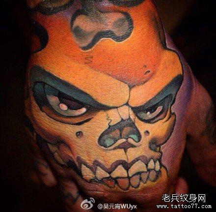手部猥琐骷髅纹身图案