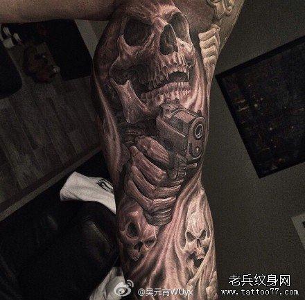腿部手枪骷髅纹身图案