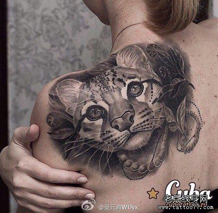 后背花豹纹身图案
