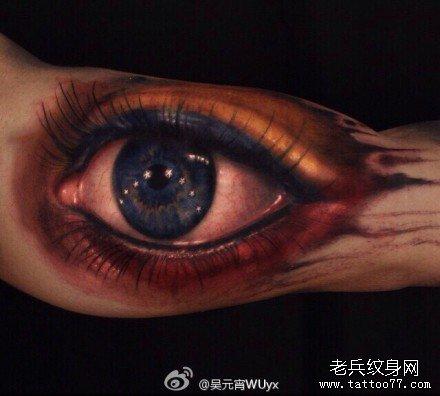 胳膊逼真天眼纹身图案