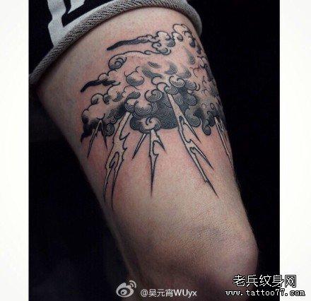 腿部黄大象纹身图案