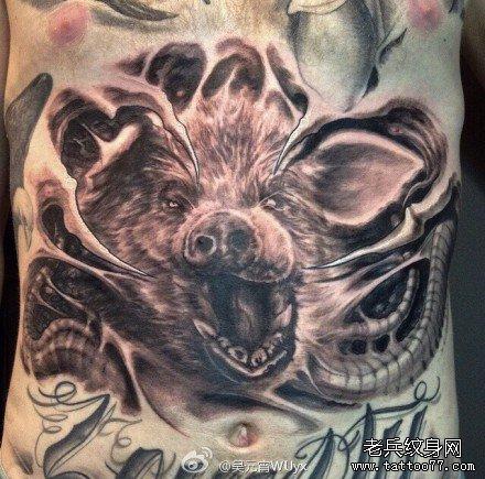 胸部猪妖纹身图案