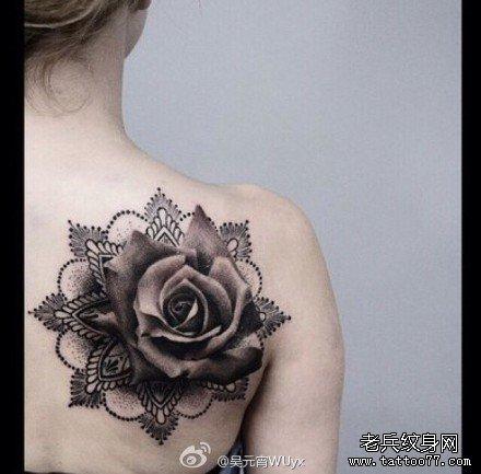后背玫瑰花纹身图案