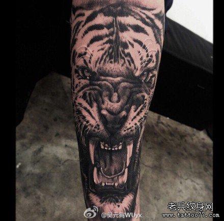 手部老虎纹身图案