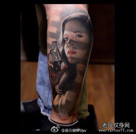 腿部美女杀手肖像纹身图案