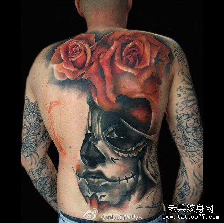 满背二玫瑰脸纹身图案