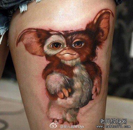 腿部可爱的猩肖像纹身图案