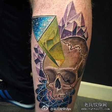 腿部七彩骷髅纹身图案