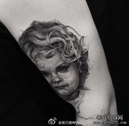 暂停播放         手部恶魔小丑纹身图案         手臂女孩肖像纹身