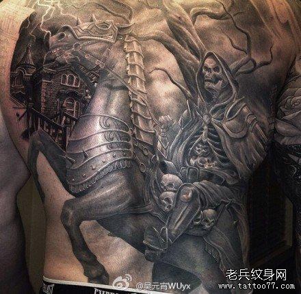满背霸气骷髅马纹身图案