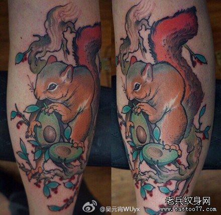 腿部黄松鼠纹身图案