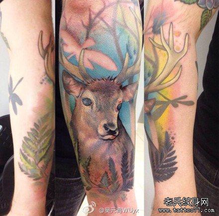 腿部鹿纹身图案