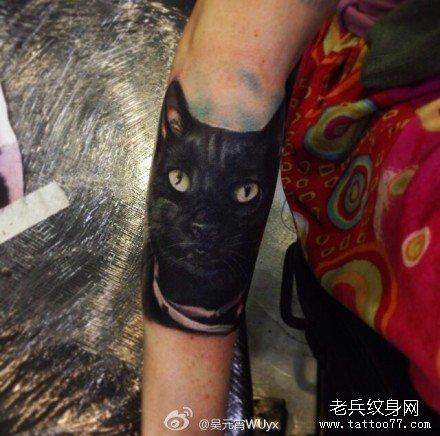 手部可爱的猫纹身图案
