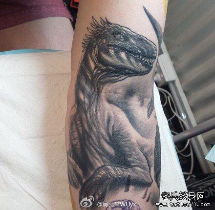 手部恐龙纹身图案