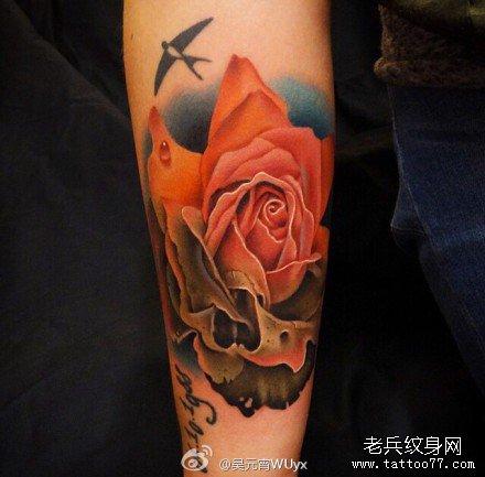 腿部小鸟玫瑰纹身图案