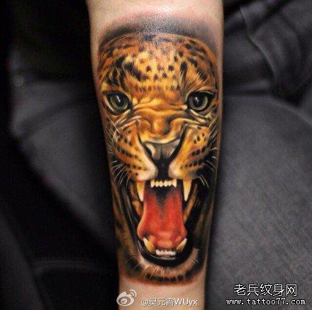 手部花豹头纹身图案