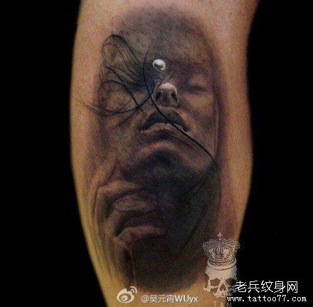 腿部哭泣肖像纹身图案