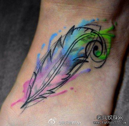腿部孔雀羽毛纹身图案