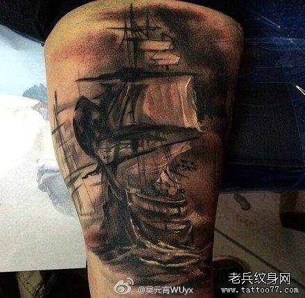 欧美范男生手臂上霸气的纹身图案