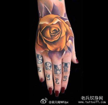 手部黄玫瑰纹身图案