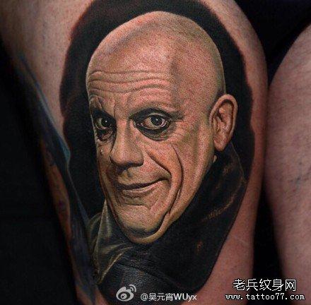 腿部光头肖像纹身图案