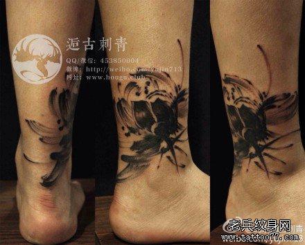 腿部墨莲花纹身图案