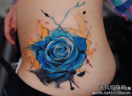 手部小燕玫瑰纹身图案图片
