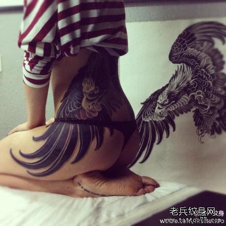 腰部霸气鹰纹身图案
