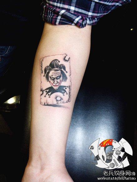 手部小丑扑克纹身图案图片