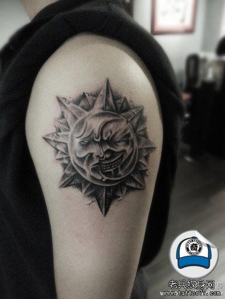 胳膊太阳纹身图案