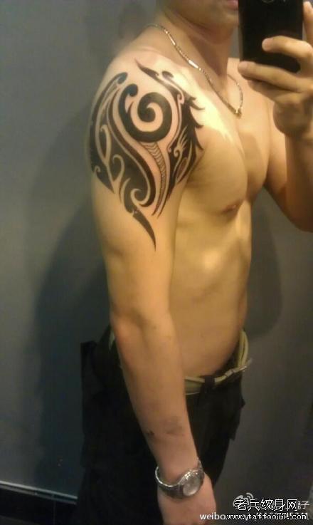 手臂图腾纹身图片