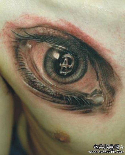 胸部眼纹身图案
