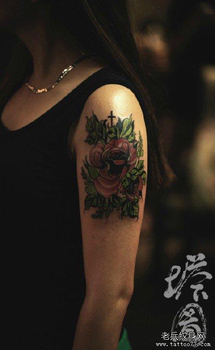 腿部黑玫瑰纹身图案图片