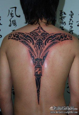 后背粉莲花图腾纹身图案