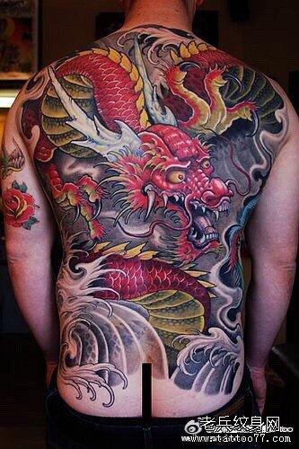 男人后背很酷帅气的满背美杜莎纹身图案