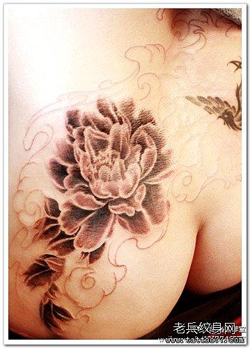 腿部牡丹花纹身图案