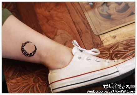 后背月亮图腾纹身图案