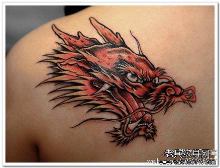 男生胸部霸气的龙头纹身图案