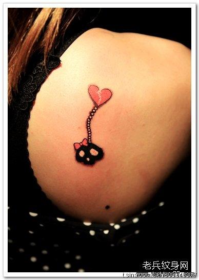 腹部小骷髅纹身图案