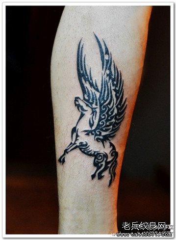 腿部天马图腾纹身图案