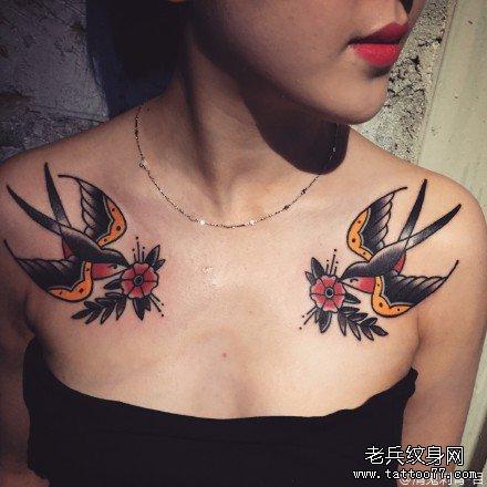 胸部双燕纹身图案