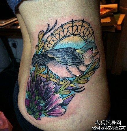 腰部小鸟纹身图案