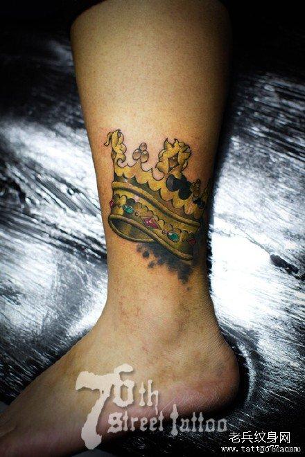 腿部皇冠纹身图案